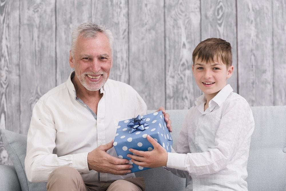 Idées cadeaux pour faire plaisir à son grand-père